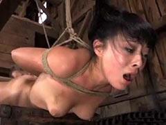 Asiatique fille obtient la servitude corvée